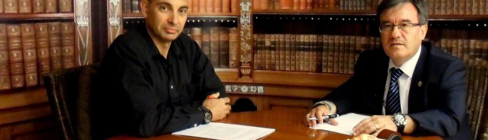 Raúl Tristán (izda.) entrevista a Ángel Dolado (dcha.), Juez Decano de Zaragoza, en 'El Lobo Estepario'